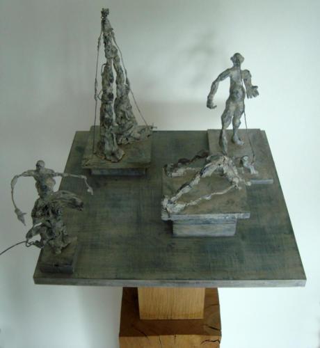 Comédie, 2017, bois, plâtre, métal, 125 x 37 x 37 cm