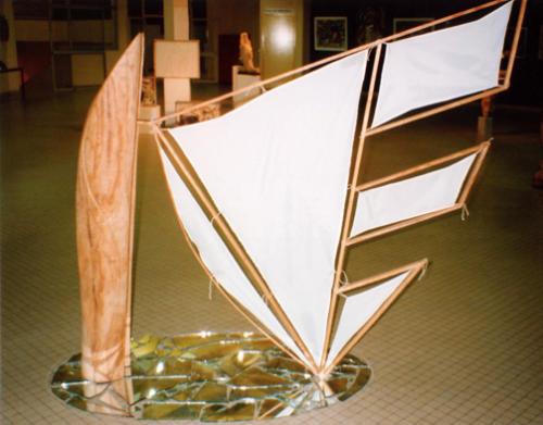 Esquif, 1998, bois et tissus, 180x100x100 cm